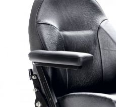 Soft and wide armrest cushion in leather